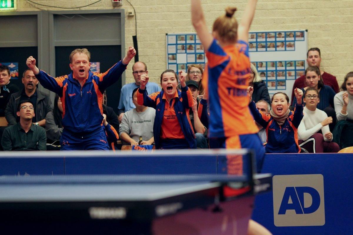 Nederlands damesteam haalt de overwinning binnen.